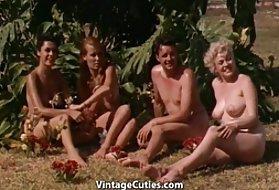 肛门对赤裸裸的女孩有兴趣的屁股舔阴部