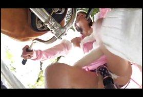肛门男孩和怪异的自行车的屁股奶的猫