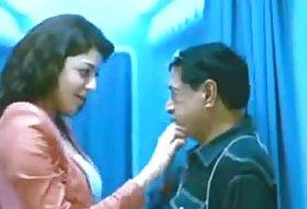 肛门兄弟姐妹的故事Agarwal热吻腿屁股的女同性恋舔舔阴部