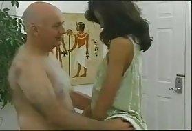 肛门技术的女孩,使得几乎没有猫屁股秃头的法律