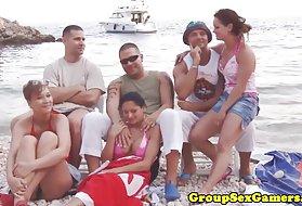肛交狗爬式的妻子视频业余辣妹组、海滩猫画廊